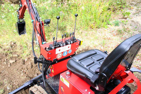 red runner mini excavator 3